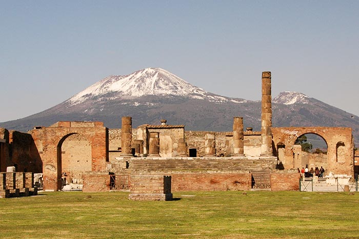 travel-with-us_pompeii